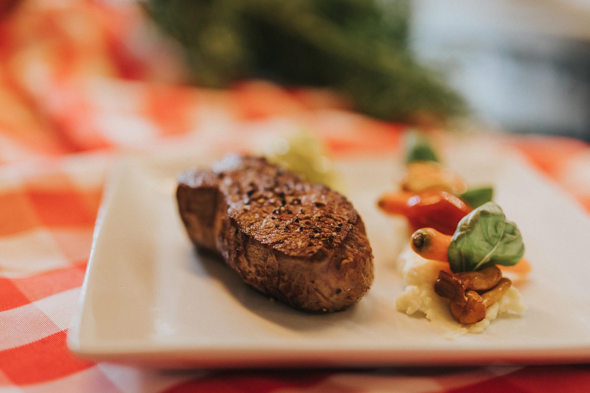 Steak auf Teller